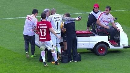 Lucão cai da maca para fazer cera contra o Inter
