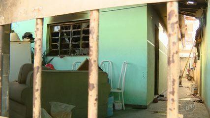 Homem morre após dormir com cigarro aceso na mão e casa pegar fogo em Sumaré