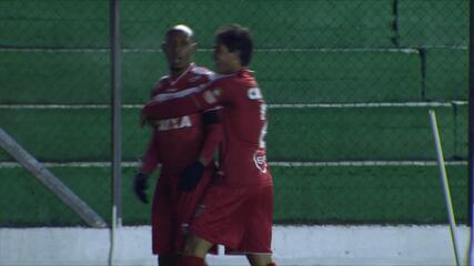 GOL DO CRB! Flávio Boaventura aproveita escanteio e empata de cabeça aos 29' do 1T