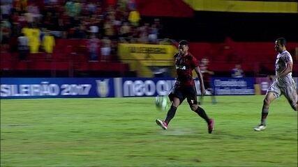 Gol do Sport! André recebe livre e encobre o goleiro para marcar, aos 35' do 2º Tempo
