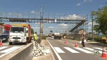 Obras para passarela no Eusébio iniciam, mas pedestres mantêm dificuldade para atravessar