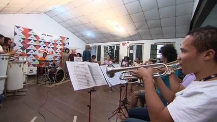 No Pelourinho, a orquestra 'Rumpillezinho' muda a vida de jovens através da música