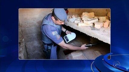 Coveiro guardava drogas e armas em cemitério de Herculândia