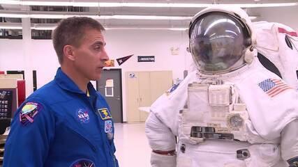 Na quarta missão, Anna Paulla conhece a roupa dos astronautas