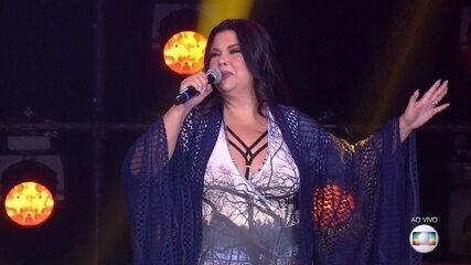Fabiana Karla envolve plateia cantando 'Anunciação', de Alceu Valença