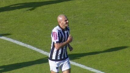 Contra o Coritiba, Fábio Santos marcou o primeiro gol dele pelo Galo