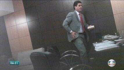 Delação de Silval Barbosa mostra flagrantes de entrega de dinheiro a políticos de MT