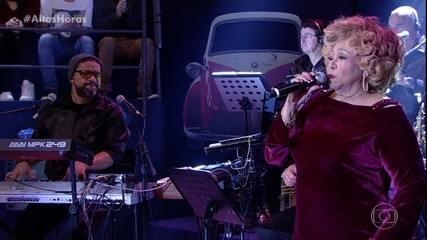 Alcione solta a voz no palco do Altas Horas