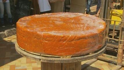 Avaliado em R$ 24 mil, doce de abóbora chega aos 633 kg e bate recorde de maior do país
