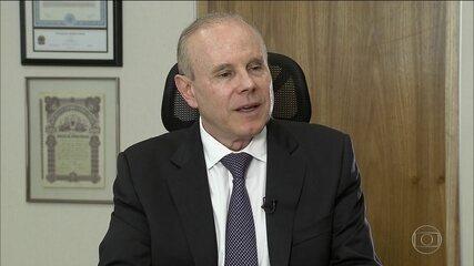 Mantega fecha acordo para fornecer informações sobre o BNDES