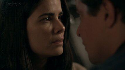 Teaser 'Pega Pega' 11/9: Antônia e Júlio se declaram após beijo