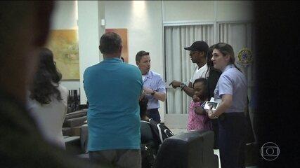 Brasileiros resgatados do Caribe pela FAB após furacão chegam a Brasília