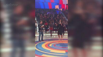 Ivete Sangalo mostrando seu suingue no palco do 'Caldeirão'. Confira prévia!