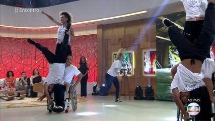 Grupo reúne bailarinos com e sem deficiência física
