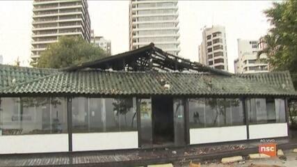 Bombeiros controlam principio de incêndio em bar de Florianópolis