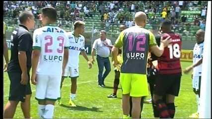 """Messias acusa o goleiro Rodolfo de tê-lo chamado de """"macaco"""""""