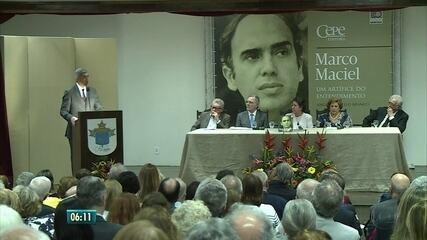 Livro lançado no Recife conta história política e vida do político Marco Maciel