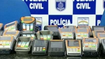 Homem acusado de golpe é preso com 75 maquinetas de cartão de crédito