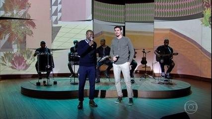 """Thiaguinho e Bruninho cantam """"É Tarde Demais"""""""