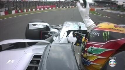 Lewis Hamilton faz a pole position do Grande Prêmio do Japão de Fórmula 1