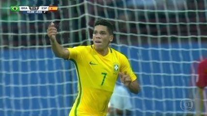 Brasil vira sobre Espanha e inicia Mundial sub-17 de futebol com vitória. Lincoln e Paulinho marcaram