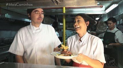 Rafael Ristow e Cris Ikeda vivem a rotina de um restaurante