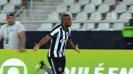 Gol do Botafogo! Pimpão cruza na área e Vinícius Tanque vira, aos 50 do 2º
