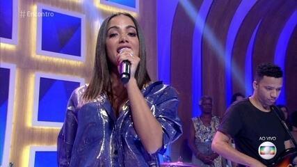 Anitta canta nova música 'Is That For Me' no Encontro