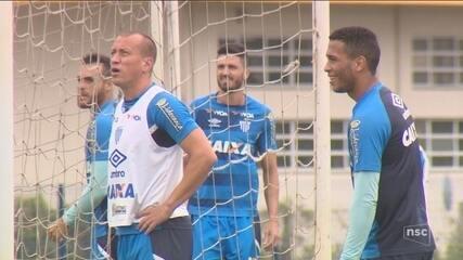Luanzinho recebe apoio de Marquinhos no Avaí e mira volta à Seleção Brasileira