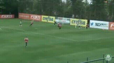 Deyverson dá chapéu na área e marca golaço em jogo-treino do Palmeiras