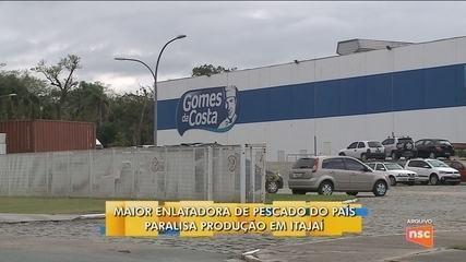 Maior empresa enlatadora de pescados do país paralisa produção em Itajaí