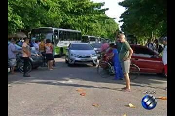 Familiares e moradores do Médice realizaram protesto por conta da senhora atropelada