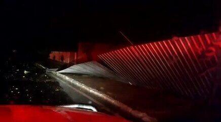 Bombeiros mostram rastro de estrago provocado por chuva e vento no DF durante madrugada