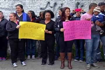 Professores do Miguel Badra Baixo protestam contra a violência no bairro