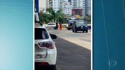 Carro-forte é assaltado em estacionamento de supermercado
