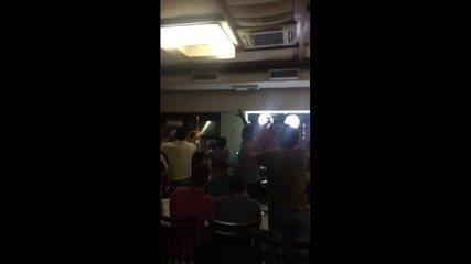 Timbu cai de teto de restaurante e clientes entoam grito de guerra do Náutico no Recife