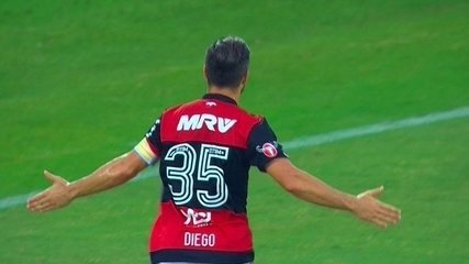 Gol do Flamengo! Diego cobra o pênalti e amplia o placar, aos 32' do 1º tempo