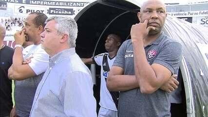 Na confusão, dois jogadores da Ponte Preta entram no vestiário do Vitória