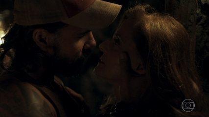 Sophia e Mariano se amam nas minas de esmeraldas