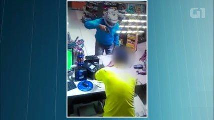Vídeo mostra ação de ladrões durante roubo a posto de combustíveis em Terra Rica; funcionário foi agredido com coronhada na cabeça