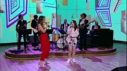 "Ingrid Guimarães e Larissa Manoela cantam ""Fala Sério, Mãe"""