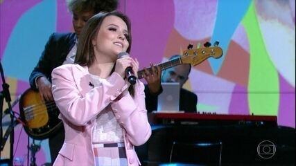 """Larissa Manoela canta """"João e Maria"""""""
