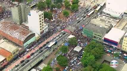 Comérciode rua de São Paulo tem movimentação intensa há nove dias do Natal
