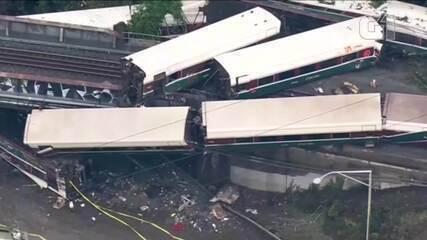 Imagens mostram trem que descarrilou em viaduto dos EUA