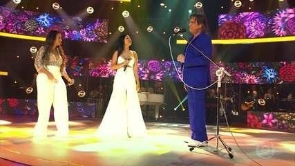 Roberto Carlos canta 'Quando o Mel é Bom ' com Simone e Simaria