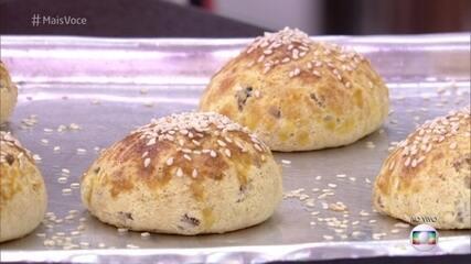 Ana Maria ensina Eliane Giardini a fazer pão de hambúrguer sem glúten