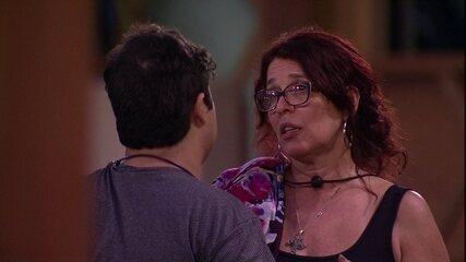 Jorge diz à Mara que acha que Kaysar irá receber votos da sisters