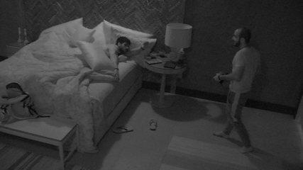 Lucas para Mahmoud: 'Você dormiu bem?'