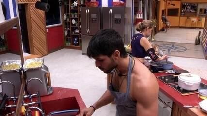 Lucas brinca para Eva: 'Quero ver se eu ganho meu programa'