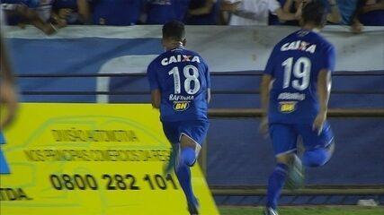 Gol do Cruzeiro! Cabral lança Rafinha, que passa pelo goleiro e vira o placar no Ipatingão